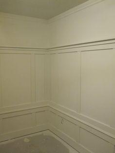 Wainscoting - 2 levels ... wallpaper (top)