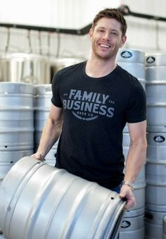 Jensen, FBBC I thought the family business was saving people and hunting things Jensen Ackles Family, Jensen Ackles Supernatural, Jensen Ackles Jared Padalecki, Jensen And Misha, Supernatural Tv Show, Dean Winchester, Winchester Brothers, Misha Collins, Matt Cohen