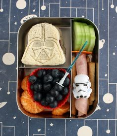 Whether it's back to school and you need lunch box help or halfway through the year and you're out of ideas, our bento lunch expert Wendy Copley is here to help with her clever and easy edible creations. Lunch never looked this good before! Lunch Box Bento, Bento Kids, Cute Lunch Boxes, Lunch Snacks, Box Lunches, Bento Food, Bento Lunchbox, Star Wars Essen, Cute Food