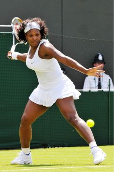 Serena Williams follows her sister Venus' example at Wimbledon 2008 in classic Nike tennis skirt and vest.