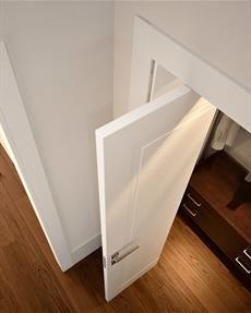 Soluzioni speciali di porte salvaspazio, pieghevoli o rototraslanti, a libro o a pacchetto o addirittura che si aprono in entrambi i versi !