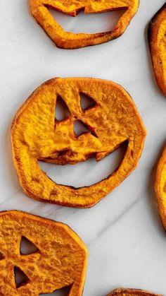 Halloween Dishes, Healthy Halloween Snacks, Easy Halloween Food, Halloween Desserts, Halloween Recipe, Halloween Party, Halloween Science, Halloween Cookies, Adult Halloween