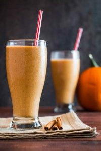 Creamy, smooth, and sinfully sweet, you won't believe how easy this Breakfast Pumpkin Pie Smoothie is to make! With nutritious oatmeal and yogurt, this smoothie tastes exactly like pumpkin pie in a. Beet Smoothie, Pumpkin Pie Smoothie, Yummy Smoothies, Breakfast Smoothies, Smoothie Recipes, Breakfast Recipes, Clean Breakfast, Drink Recipes, Appetizer Recipes