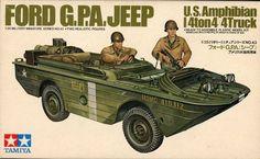 This is a scale kit. Ford G. Jeep, US Amphibian ton and Stuart US Light Tank. Tamiya Model Kits, Tamiya Models, Military Diorama, Military Art, Plastic Model Kits, Plastic Models, Cool Toys, Awesome Toys, Military Modelling