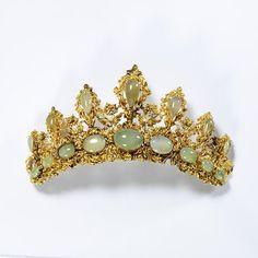 Tiara, British, c. 1835; Victoria & Albert Museum, No. M.146-1975; gold & chrysoprase, Height: 8.2 cm, Width: 13.9 cm, Depth: 4.5 cm