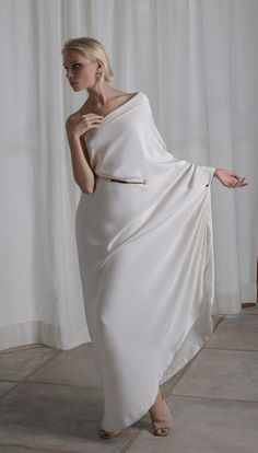 a03f69afbf30 Grecian off-shoulder wedding dress by Lola Varma bridal Off Skulder  Brudekjole