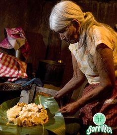 """""""San Luis Potosí"""" Uno de los platillos por los que se identifica es el """"zacahuil"""", un gran tamal que puede medir hasta dos metros, está elaborado con masa de maíz quebrado y enchilado y relleno con carne de puerco; se cuece en un horno de leña, envuelto en hojas de plátano."""