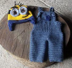 Conjunto confeccionado em crochê em fio antialérgico.  cor - amarelo, azul jeans  tamanhos - RN/ 1 a 3 / 3 a 6 / 6 a9 meses R$ 99,00