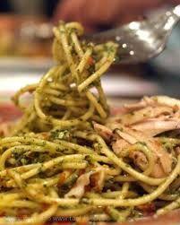 Een heerlijk pastagerecht dat lekker snel klaar is. De saus is pittig en smeuïg en combineert uitstekend met de tonijn. Kies een pastasoort die je zelf het lekkerst vindt. Natuurlijk kun je ook met dit recept variëren; probeer bijvoorbeeld ook eens zalm...