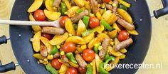 Ideaal camping gerecht van aardappel, groente en vlees uit de wok of skottelbraai Camping Meals, Budget Meals, Kung Pao Chicken, Stir Fry, Stew, Slow Cooker, Bbq, Sausage, Dinner Recipes