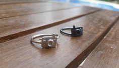 He encontrado este interesante anuncio de Etsy en https://www.etsy.com/es/listing/525211978/photo-camera-ring-photo-camera-silver
