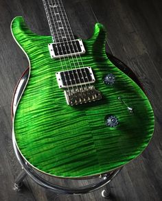 Green with envy over this gorgeous PRS Custom 24 from @theguitarshopca #prs #prsguitars #prscustom24 #custom24 #greenguitar #greenprs #studio33guitar