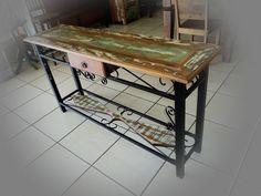 Stof Lar Decorações - Móveis em Madeira de Demolição: - Aparador de madeira com pé e detalhes em ferro
