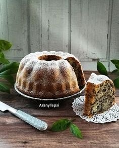 Ritkán sütök kuglófot, nem is tudom miért. Most kaptam egy új formát, így azt ezzel a torta darás finomsággal avattam fel. Egyszerű, íz... My Recipes, Cooking Recipes, Ring Cake, Pound Cake, Diy Food, Scones, Muffin, Cheesecake, Food And Drink