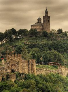 Tsaravets Fortress, Veliko Tarnovo, Bulgaria | Photo by testmaniac on TrekEarth at: http://www.trekearth.com/gallery/Europe/Bulgaria/West/Veliko_Tarnovo/photo880751.htm