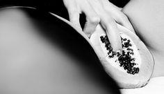 Selbstbefriedigung: Selbst ist die Frau! Darum tun wir's - die besten Tipps - die besten Techniken - kompakt zusammengestellt im Amorelie Magazin. Lass Dich inspirieren und entdecke etwas Neues für Deine lustvolle Masturbation!