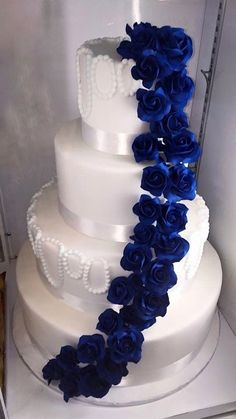 Trendy wedding cakes royal blue bling Trendy wedding cakes royal blue bling, Trendy wedding cakes royal blue bling, 8 cose da sapere prima di ordinare una torta nuziale Goijman Purple Rose and Diamante Wedding Cake Royal Blue Cake, Royal Blue Wedding Cakes, Bling Wedding Cakes, Themed Wedding Cakes, Royal Blue Weddings, Royal Blue Wedding Decorations, Sapphire Blue Weddings, Bleu Royal, Royal Icing