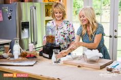 In this video I show you how to make your very own almond milk at home, without added sugar, additives or preservatives! Love chocolate almond milk or strawb. Hallmark Homes, Home And Family Hallmark, Almond Milk Recipes, Thm Recipes, Drink Recipes, Healthy Recipes, Green Diet, Family Video, Natural Lifestyle