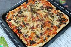 Najlepsze ciasto na domową pizzę - Coonakombinuje Lasagna, Quiche, Catering, Food And Drink, Cooking Recipes, Breakfast, Ethnic Recipes, Impreza, Pizza