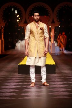 Raghavendra Rathore at Aamby Valley India Bridal Fashion Week