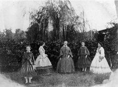 outdoor cdv civil war era fashion young and older ladies Victorian Street, Victorian Life, Victorian Women, Victorian History, Victorian Gothic, Gothic Lolita, Antique Photos, Vintage Photographs, Vintage Images