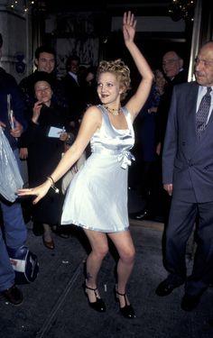 Toutes ces fois où Drew Barrymore a incarné la mode des années 1990