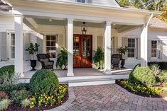 front porch decor ideas - Porches have their background in very early America and are frequently related to a simpler time and lifestyle, Best Rustic Farmhouse Front And Back Porch Designs Ideas Farmhouse Front Porches, Rustic Farmhouse, Southern Front Porches, Back Porches, Farmhouse Design, Country Porches, Low Country, Modern Country, Country Decor
