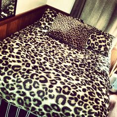 leopard print bedroom on pinterest cheetah print bedroom leopard