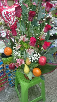 Un ramo 💐 de rosas 🌹 rojas mas su globo 🎈 y un testamento que le di a mi melosita 💕 5 de diciembre