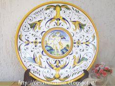 Wall plate #Maiolica #Italy. #Grotesca. http://ceramicamia.blogspot.it/2013/10/tipi-delle-decorazioni-su-maiolica.html