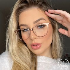 Glasses Outfit, Fashion Eye Glasses, Wearing Glasses, Cute Glasses Frames, Womens Glasses Frames, Trending Sunglasses, Sunglasses Women, Circle Glasses, Glasses Trends
