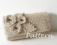 Crochet Flower Pochette Bag Crochet pattern by isWoolish, Diy Abschnitt, Crochet Clutch Bags, Crochet Purse Patterns, Bag Crochet, Crochet Shell Stitch, Crochet Handbags, Crochet Purses, Crochet Summer, Women's Handbags, Crochet Phone Cases