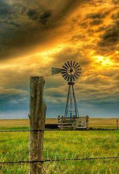 Windmill in outback Australia Farm Windmill, Landscape Photography, Nature Photography, Travel Photography, Amazing Photography, Photography Tips, Old Windmills, Fotografia Macro, Country Scenes