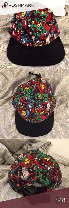 Marvel Comics Merch Avenger Super Hero Buckle Snap Great Used Condition with minor signs of wear including the inside rim! Adjustable Buckle Closure feature included too! OSFM Marvel Accessories Hats