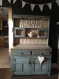 Jade Doutch has kindly let us share this wonderful Annie Sloan Duck Egg Blue and Country Grey dresser