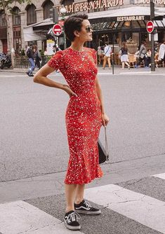 Midi Dresses for Spring Midi Dress street style fashion / Fashion week […] The post Midi Dresses for Spring appeared first on How To Be Trendy. Winter Dresses, Casual Dresses, Summer Dresses, Midi Dresses, Midi Skirts, Long Skirts, Floral Dresses, Fashion Mode, Fashion Tips