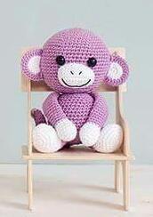 Tidligere har jeg delt denne oppskriften på tusenideer.no, men når jeg nå har fått meg egen blogg, er det klart at jeg må ha den her og. Apen Anton finner dere i boken min «Hekling til småfol… Crochet Animals, Crochet Toys, Hygge, Doll Toys, Tweety, Crochet Projects, Hello Kitty, Teddy Bear, Diy Crafts