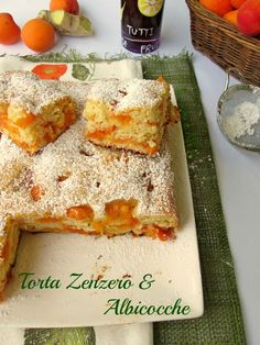 Una torta zenzero e albicocche soffice coni frutta fresca, matura ottima per la colazione e la merenda della famiglia Ricetta torta zenzero e albicocche