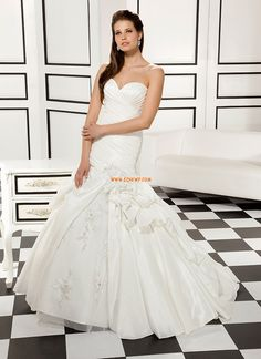 Elegant Fit N Flare Sweetheart Taffeta Floor Length Wedding Dress With Ruching Cheap Wedding Dresses Uk, Wedding Gowns, Chiffon, Medieval Wedding, Glamour, Bridal Collection, Special Occasion Dresses, Summer Wedding, Trumpet