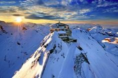 This Switzerland Travel Guide aims to provide you with useful travel planning information and inspiration for planning a trip to Switzerland. Destination Voyage, European Destination, European Travel, Swiss Travel, Voyage Europe, Europe Travel Guide, Travel Guides, Budget Travel, Destinations D'europe