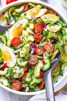 Avocado Salad with Tomato, Eggs and Cucumber - - Fresh, healthy and super delicious! This flavorful avocado salad is perfect for your weeknight dinners of potluck contributions! - by salad salmon Avocado Salad with Tomato, Eggs and Cucumber Cucumber Avocado Salad, Avocado Salad Recipes, Salad Recipes For Dinner, Avocado Toast, Potluck Recipes, Recipes For Cucumbers, Avocado Food, Avocado Nutrition, Salmon Avocado
