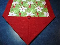 Ten minute table runner.  I made 37 of these for Christmas gifts.  Here's the tutorial!