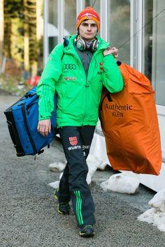Richard Freitag bei der Ankunft zum FIS Weltcup Skispringen in Willingen / Hochsauerland | Fotograf Kassel http://blog.ks-fotografie.net/pressefotografie/skispringen-fis-weltcup-willingen-2016-fotojournalist/