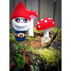 #Free knitting pattern for an adorable gnome.  Great for decorating both inside and outside!