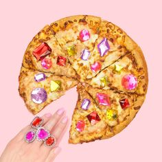 """512 curtidas, 19 comentários - Lizzie Darden (@lizzie_darden) no Instagram: """"Diamonds (with extra cheese) are a girl's best friend 🍕💕💎 check out my friend @space.ram (AKA…"""""""