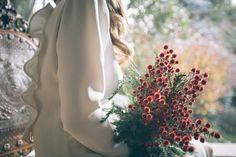 ramo de novia invierno Wedding Bouquets, Marie, Christmas Wreaths, Instagram, Holiday Decor, Flowers, Plants, Tips, Winter Bride