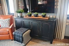 Love this navy blue tv stand!  If I can find an old dresser at lighthouse ministries... Could be nicer than her tv stand
