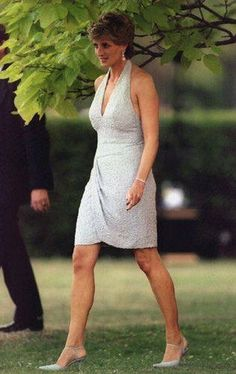Princess Diana, sleek, stunning photo. Enjoy RUSHWORLD boards, DIANA PRINCESS OF WALES EXTENSIVE PHOTO ARCHIVE, UNPREDICTABLE WOMEN HAUTE COUTURE and LULU'S FUNHOUSE. Follow RUSHWORLD! We're on the hunt for everything you'll love!