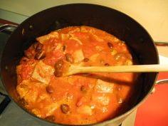 Tocanita de cod negru cu midii Thai Red Curry, Homemade, Ethnic Recipes, Food, Home Made, Diy Crafts, Meals, Hand Made, Diys