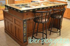 I want to make this island too! Great for my kitchen and inexpensive too! Made from and old door and desk. I could get all of this at BRING Recycling! MacGIRLver: Kitchen Island